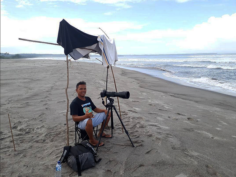 Nana Gapero surf photographer South Sumatra