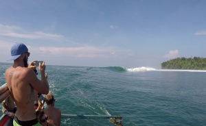 Pulau Pisang surf break videos
